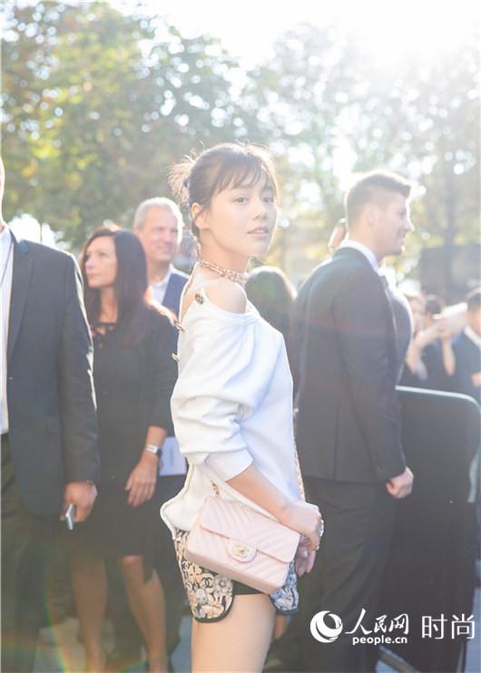 Chanel香奈儿2017春夏秀场变身数据中心 白百何马思