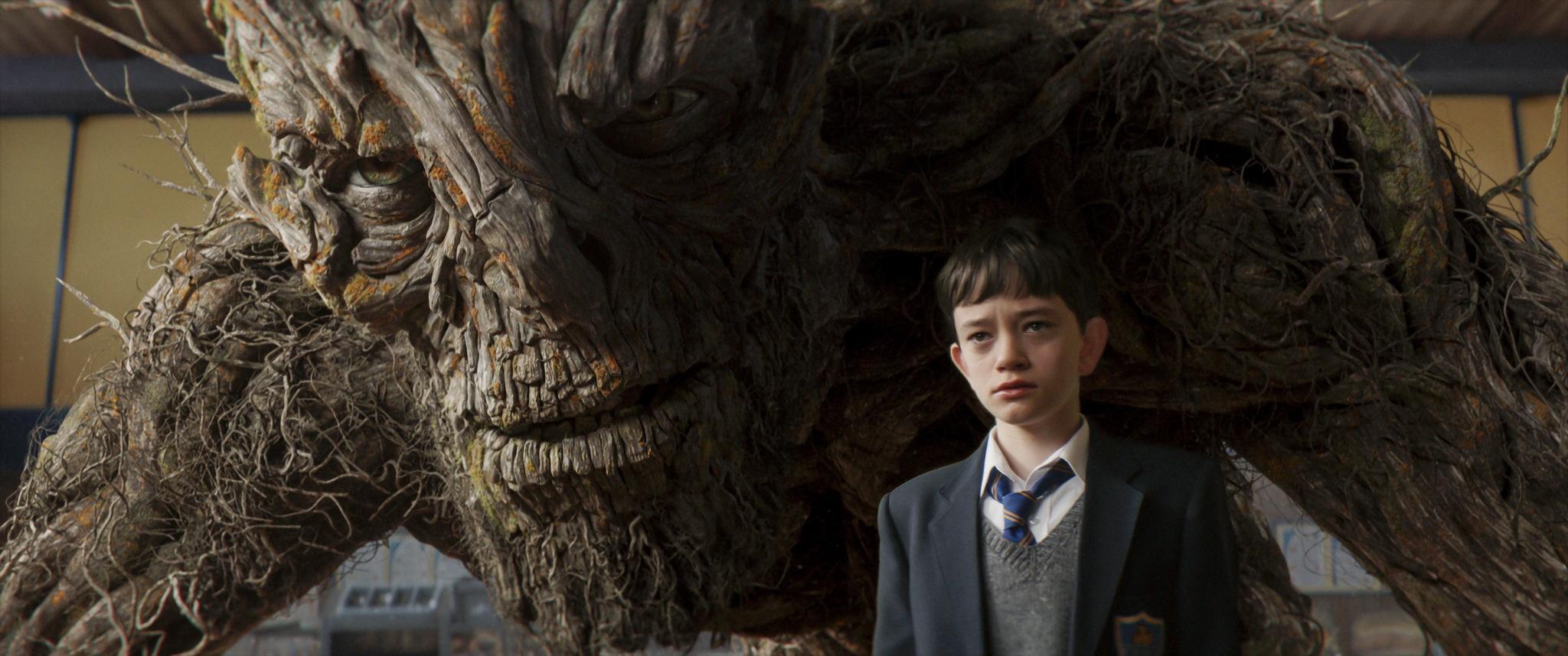 《当怪物来敲门》:以孩童的名义,治愈成年人的烦恼