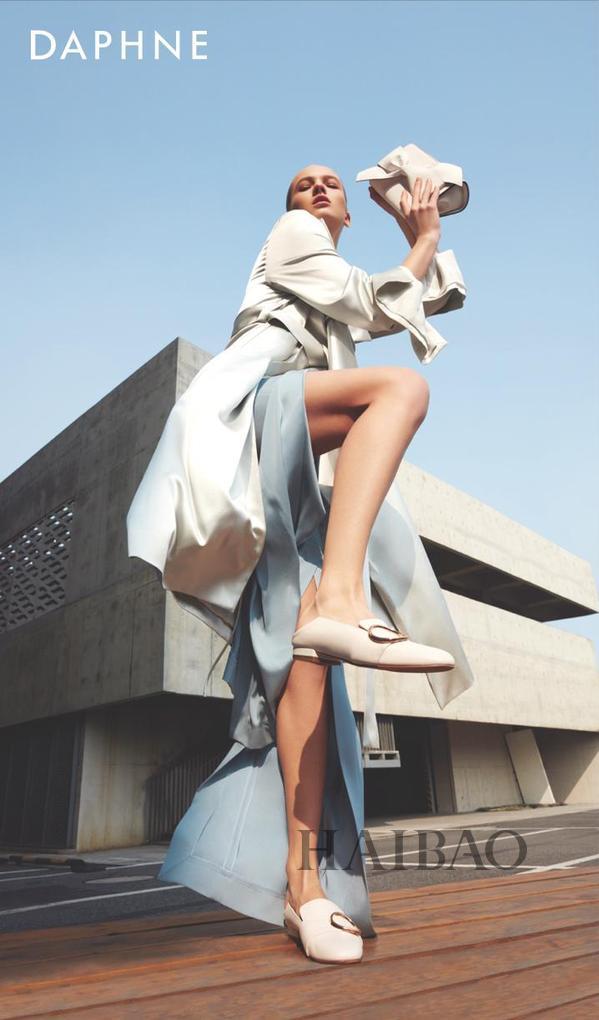 达芙妮与美国顶尖时尚品牌合作 昔日鞋王要逆袭?_1