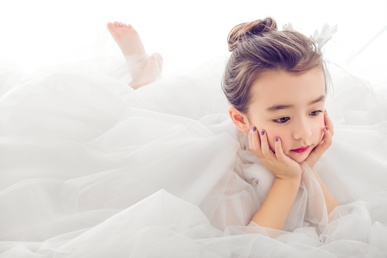 儿童摄影趴卧式与托腮式的pose_可爱多儿童摄影_新浪