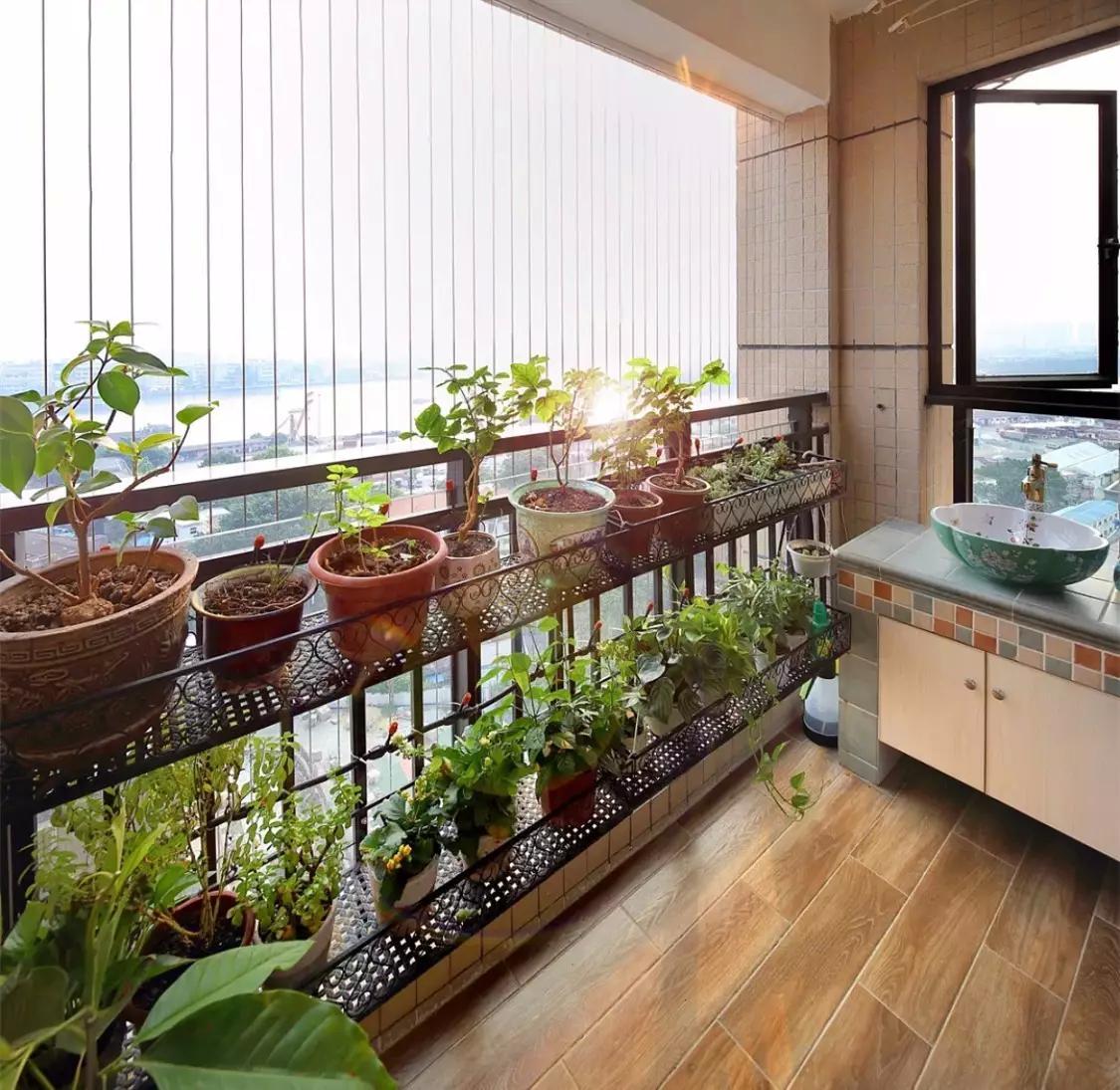 阳台作为一个室内外交界的空间,它不仅要从美观,还要考虑地面的耐用