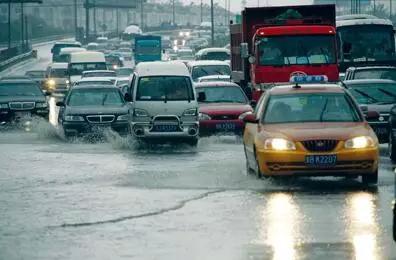 暴雨洪水来袭,这四招人车都可保平安