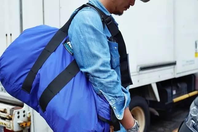 他的服装设计不受潮流趋势影响   自成风格让时尚慢下来