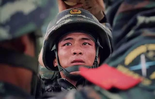 聚焦 wbr>|  wbr>八一建军节90周年纪念日,长沙长峰致敬最可爱的人!