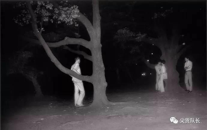 千万别在小树林里打野战,不然你的姿势会被人偷拍