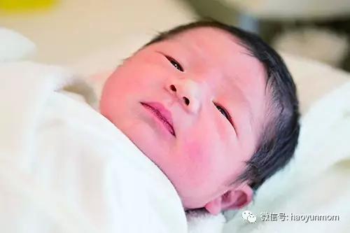 """地表最""""忙""""孕妇!她狂接6个广告却被医生警告有早产危险"""