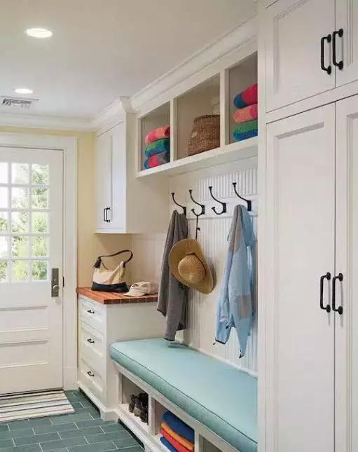 武汉鞋柜装修效果图,家里有一个能坐着换鞋的门厅,实用更走心