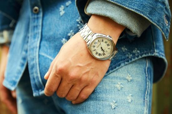 秀恩爱、凹造型两不误,大咖都爱这款卡地亚腕表