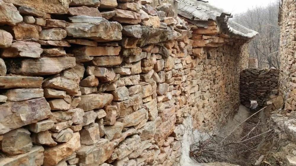 找不到一块砖,整个村庄却是一座青石城堡,还有5000平方古建筑