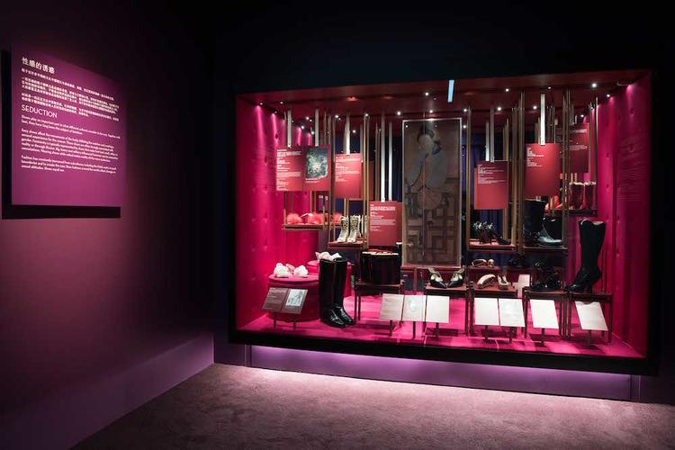 V&A 在上海兴业太古汇展出 180 双有故事的鞋