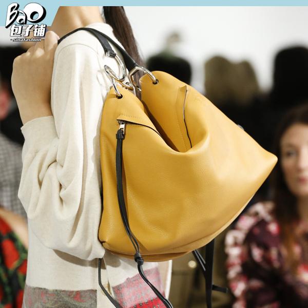 #包子铺#时髦女孩旅行时都背啥包包?