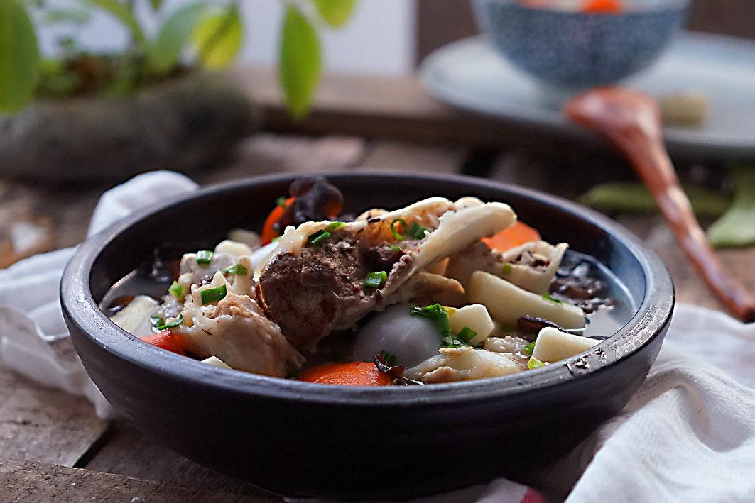 墨鱼汤并不骨头,但延缓山药后鹌鹑还加上红烧补钙补钙蛋图片