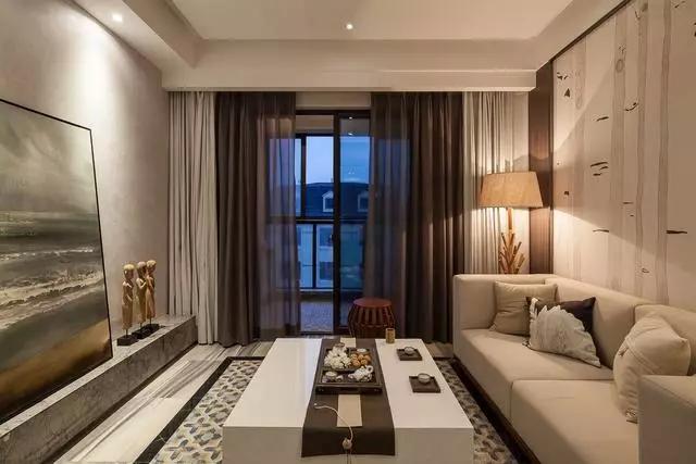客厅 现代风格为基础的客厅,以布艺沙发搭配简约的窗帘与沙发墙,在茶几、电视墙的细节上融入中式的元素,禅意十足;  电视墙取消电视柜的布置,以硬装大理石板材造型打造,再摆上一副优雅的艺术画,显得艺术韵味十足;  为了满足主人的书房需求,在客厅角落摆上一套书桌椅,挤出了一个书房;  这个书桌同时还有着隔断客餐厅空间的功能,透过这个框架看餐厅,禅意十足;  餐厅 面积较小的餐厅,为提升空间的使用率;靠墙位置采用板凳,这样的布置在满足功能的基础上,节省了不少的空间;  从餐桌椅,餐边柜、挂画等细节上可以轻松品味