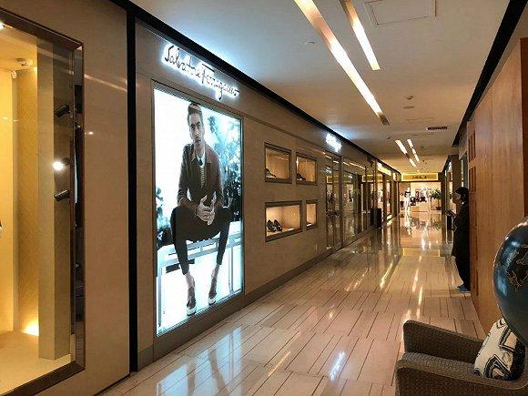 当年风光无限的奢侈品店成都美美百货 被员工追着讨薪