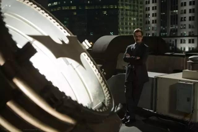 刚过审的《心理罪之城市之光》,这部犯罪片戳中了哪些敏感话题? - 狐狸·梦见乌鸦 - 埋骨之地