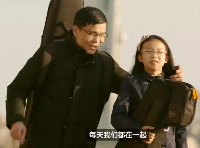 中国小萝莉与大师斗琴,引老外疯狂点赞,这届00后简直要燥翻天