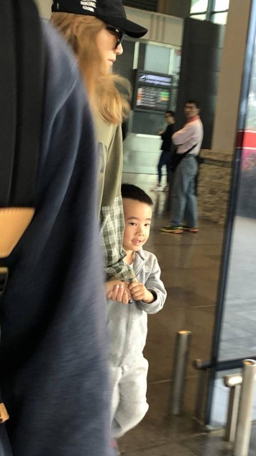 《爸爸5》嘉宾集结再录节目 嗯哼西装出镜Jasper变萌