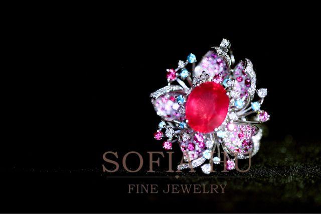 """""""专属高级珠宝订制"""",奢享顶级设计。美国GIA珠宝设计师团队为您倾情设计,描绘您内心的伊甸园"""