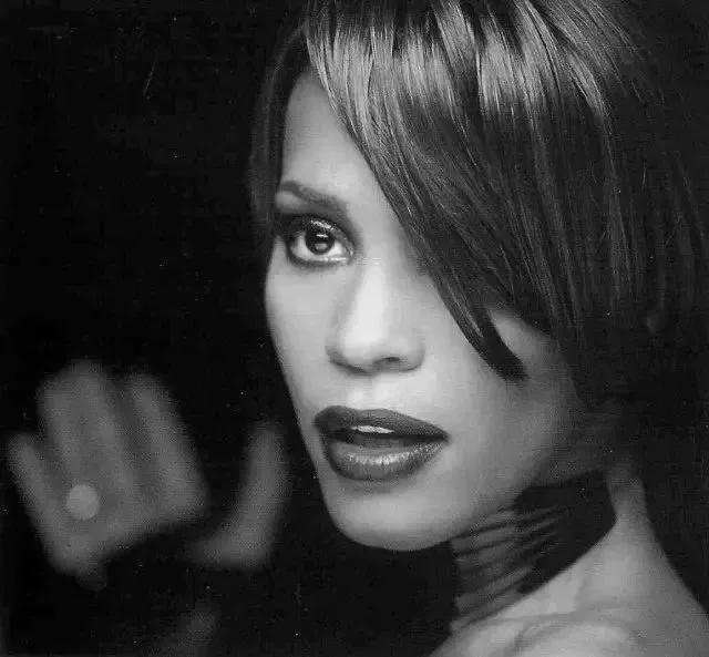 垄断乐坛20年的黑人天后惠特尼·休斯顿,离开我们已经六年了...