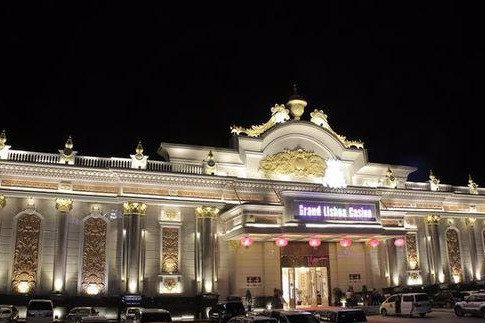 述说两个通往缅甸新葡京的中国赌徒,一个天堂,一个地狱。