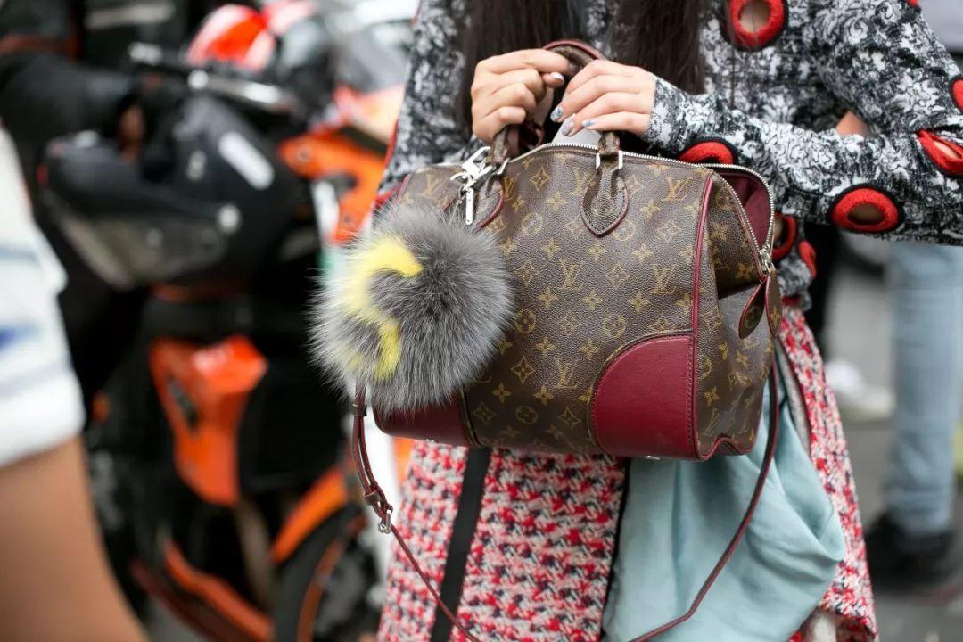 全球奢侈品调查报告:香奈儿成中国消费者手袋选择NO.1(图)