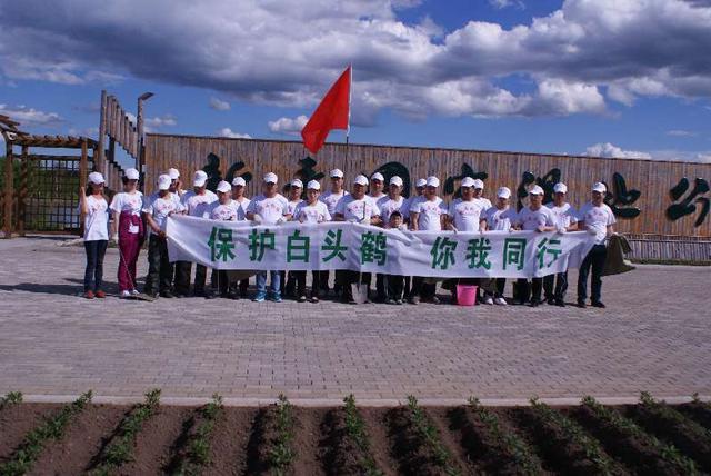 首届中国·伊春观鸟大赛中靓丽的爱鸟志愿者
