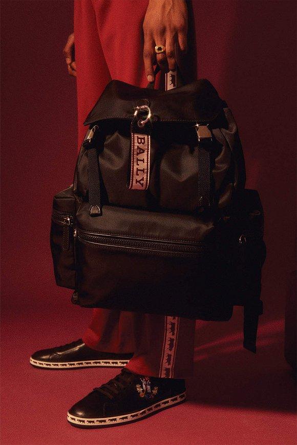 Louis Vuitton出了第一款男香 匡威最新明星合作款bling-bling