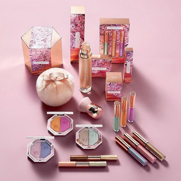 蕾哈娜的沙滩妆产品 以及主打塑料元素的达芙妮xOpening Ceremony