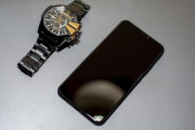 新国民旗舰 !同级手机中最好屏幕联想Z5终结全面屏手机暴利时代