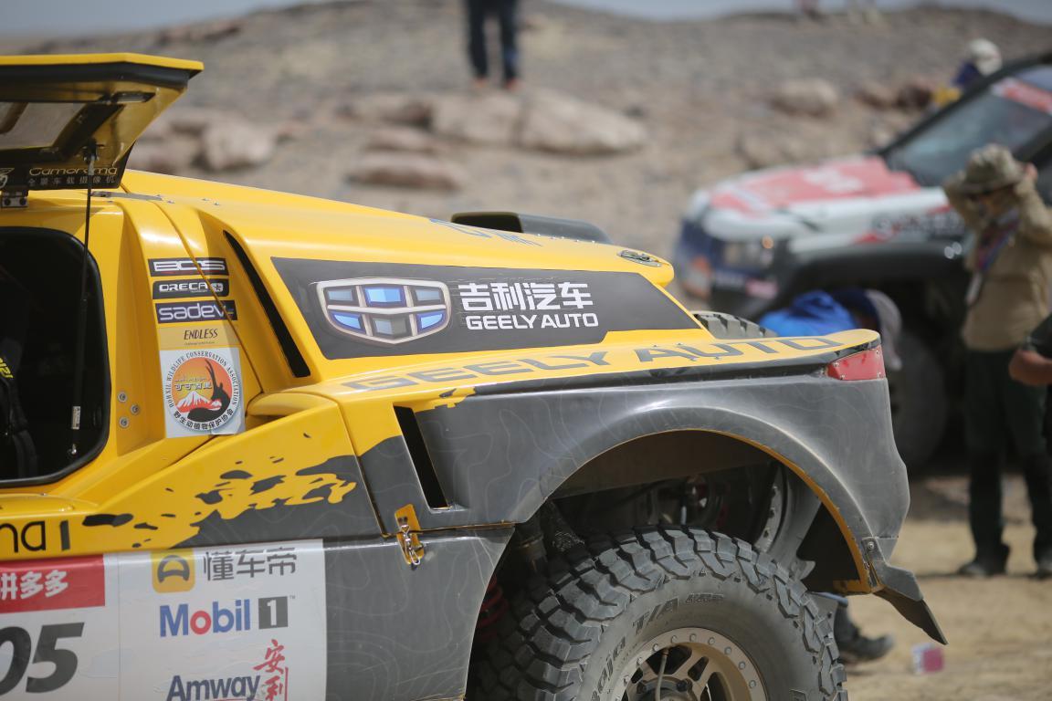 吉利汽车固铂轮胎韩魏车队2018环塔拉力赛第二阶段势如破竹