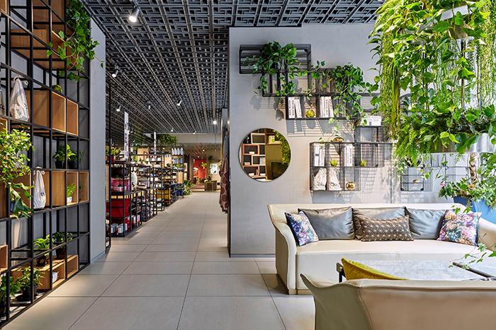 探访一家特别的曲美家具店:京东选品占了3000平,还有各种黑科技