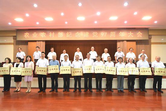 """中国农科院作科所、植保所被评为""""2016-2018农业农村部文明单位"""""""