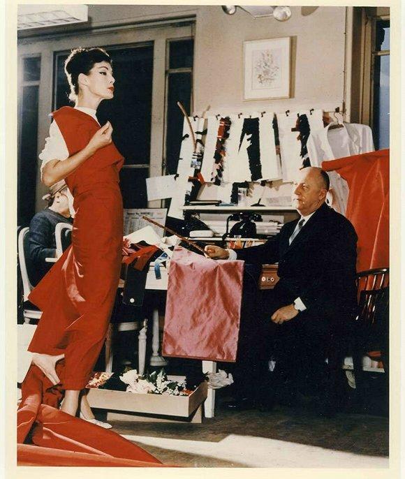 "V&A博物馆将举办""史上最完整的""Christian Dior展"
