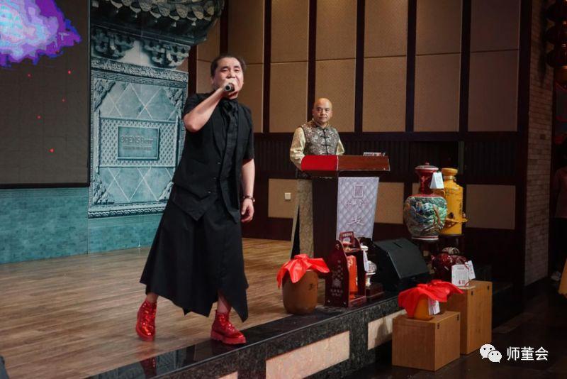 图:山西著名民歌演员奥巴马组合表演二人台