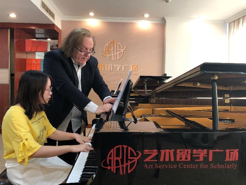 《聆听格里格》中文版在艺术留学广场迎来首发