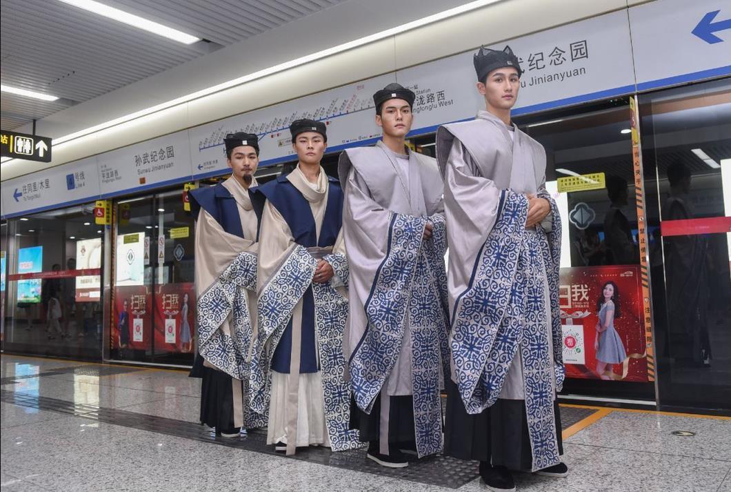 快来围观苏州地铁里的华谊电影世界