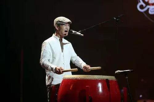 好声音舞台上唱《侠客行》的女生一开嗓,赵牧阳、许巍那些西北的记忆全回来了...