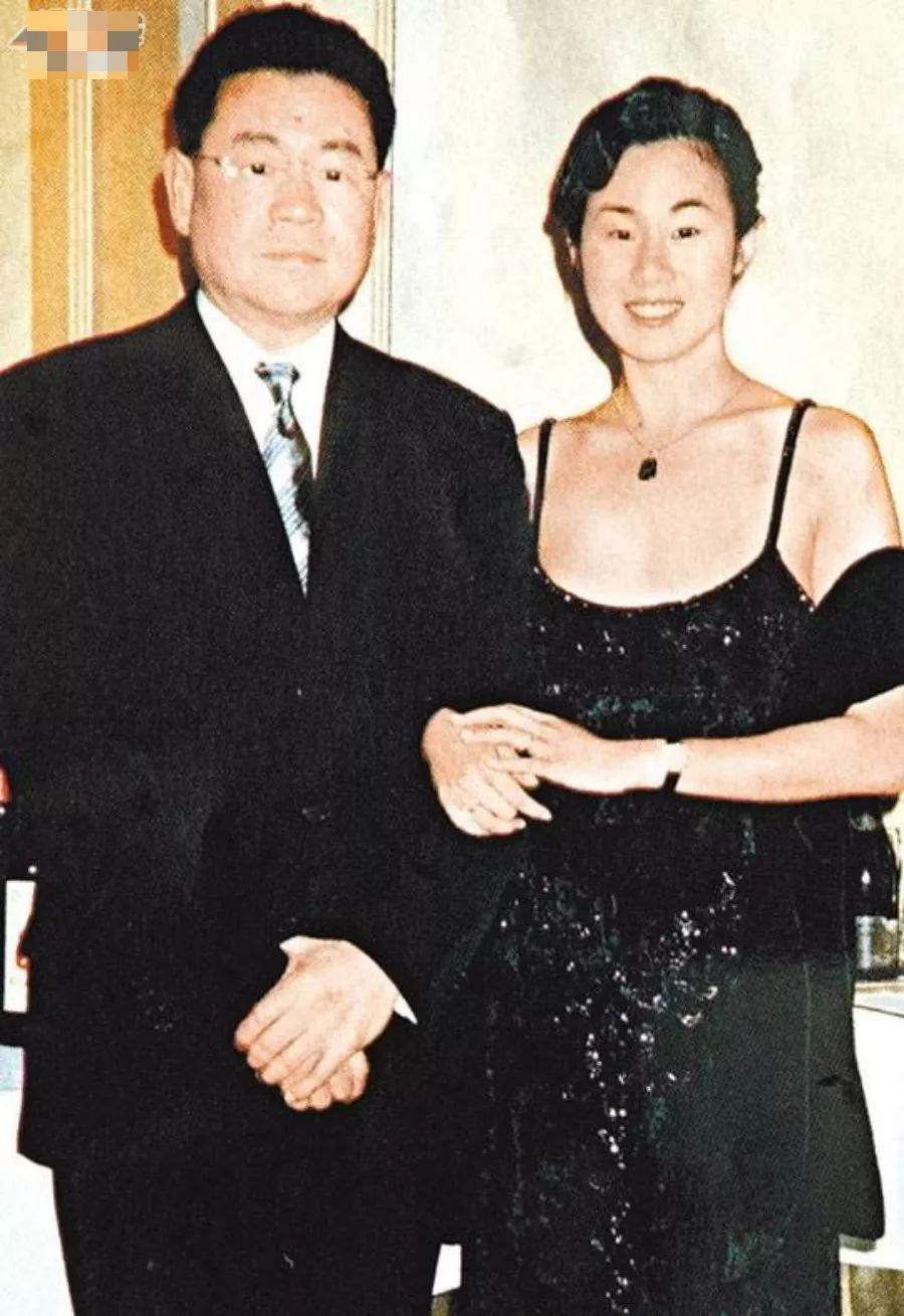 男友出轨了闺蜜?她气到吞药自杀,为了报复,给60岁富豪生孩子