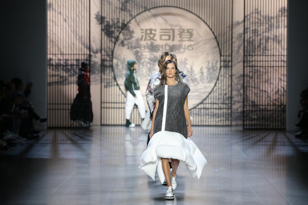 200多家百家外媒爭相報道 波司登紐約時裝周引發國外熱議