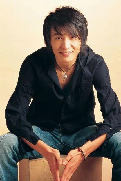 18年前,大张伟还在唱摇滚,朴树红遍全国,如今物是人非