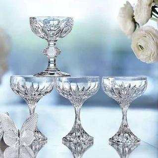 举杯换盏盛住浪漫 尽在巴卡拉马塞娜香槟杯