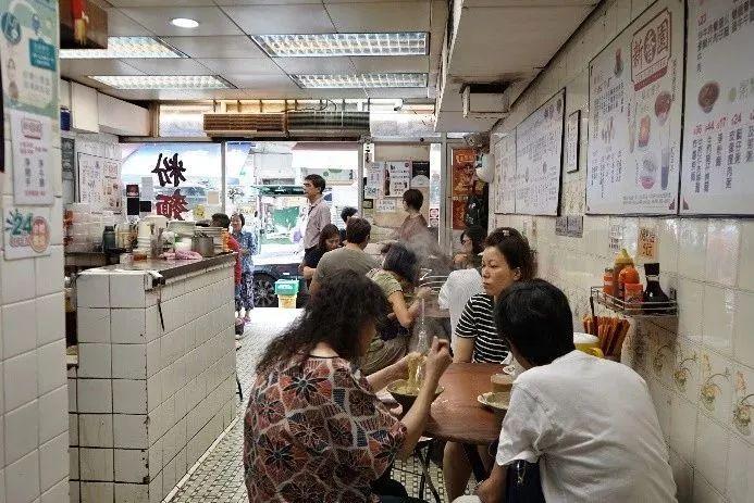 在九龙寻找香港夜蒲的另一面 体验深夜街头手推车里的传世老滋味 | 赏味
