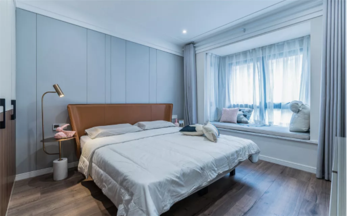 武汉125平三居室的现代简约装修效果