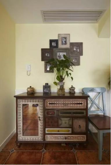 卡其色的家具图片