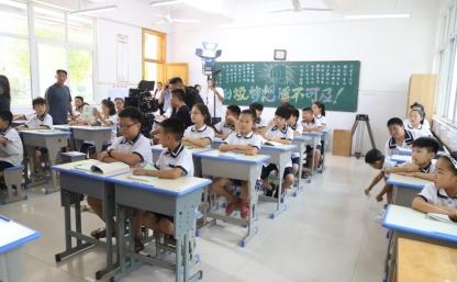 电影《小小家长》首场交流会在格瑞特学校举行