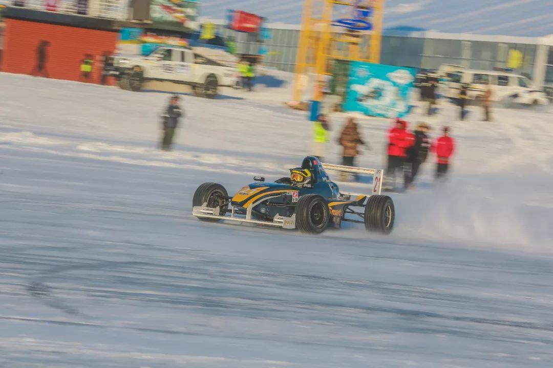你们方程式赛车在呼伦贝尔的冰天雪地都这么秀的吗?