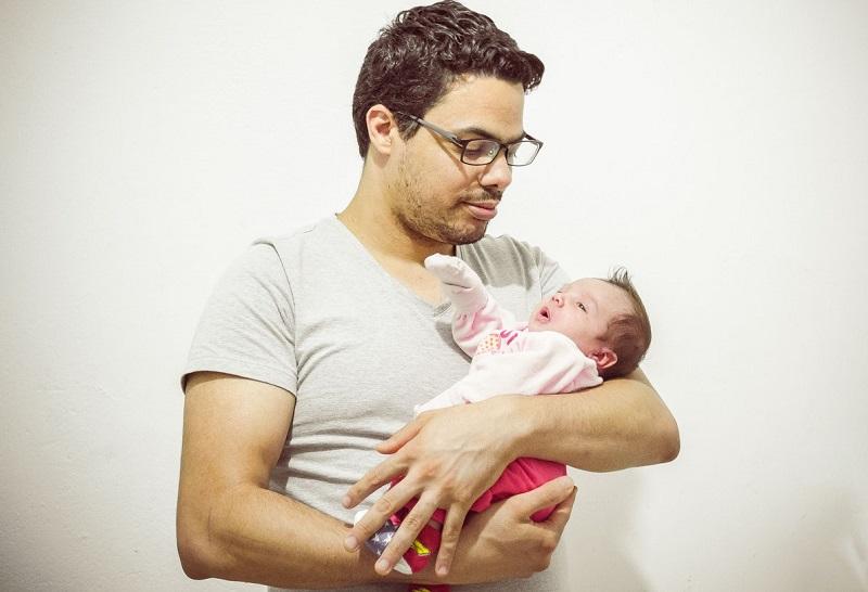 孩子出生后是单眼皮,宝爸不淡定了:为什么双眼皮没有遗传?-两口育儿