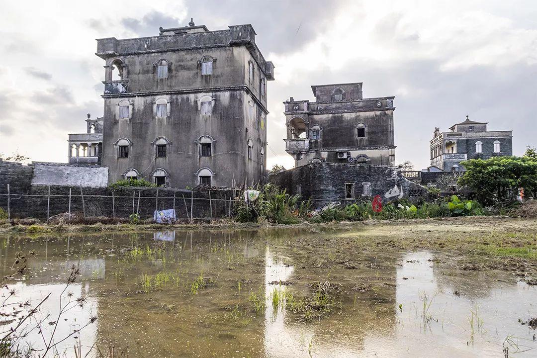 一个不知名的小村竟藏着15座碉楼,《让子弹飞》不在这里拍可惜了!