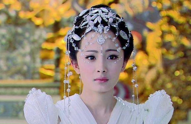 """杨幂被称为""""第二个刘亦菲"""",不是因为人气,而且真的很仙"""