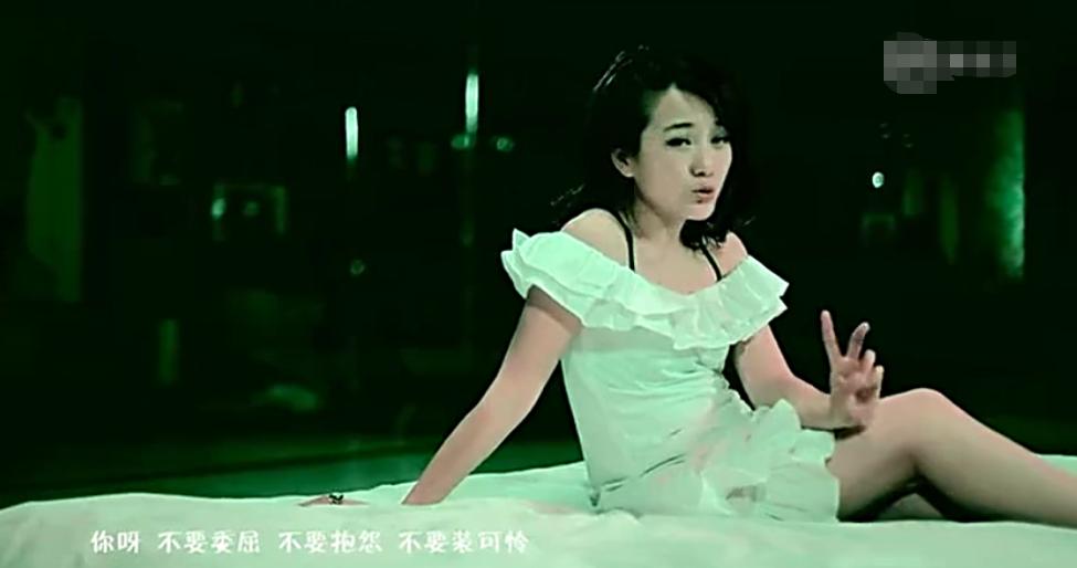 龙梅子的8年前的一首歌,唱出了朱丹此刻的心情
